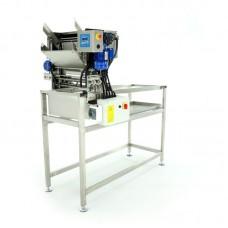 Стіл для розпечатування рамок з автоматичним подавачем, 230V з ножами (замкнуте коло) на стелажі