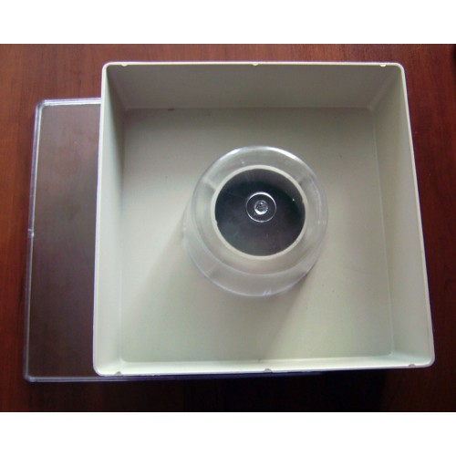 Кормушка квадратная с одним стаканом 1,6 л.